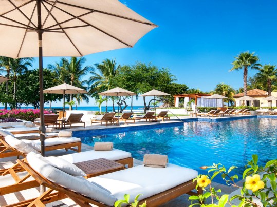 poolside-05-St-Regis-Punta-Mita-cr-courtesy